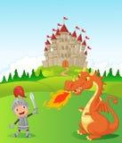 Cavaleiro dos desenhos animados com dragão feroz Fotos de Stock Royalty Free