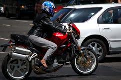 Cavaleiro fêmea da motocicleta Imagem de Stock Royalty Free