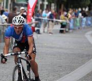 Cavaleiro focalizado da bicicleta Imagem de Stock Royalty Free
