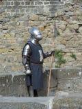 Cavaleiro medieval vestido na armadura em Carcassonne Fotos de Stock Royalty Free