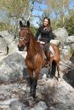 Cavaleiro novo na floresta Imagens de Stock Royalty Free