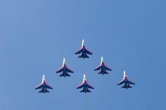 Cavaleiros aerobatic do russo da equipe do russo Imagens de Stock Royalty Free