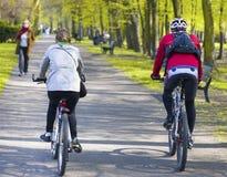 Cavaleiros da bicicleta Imagens de Stock