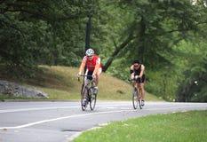 Cavaleiros da bicicleta do amanhecer em Central Park fotografia de stock royalty free