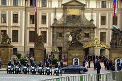 Cavaleiros do protetor de honra em Praga Fotografia de Stock