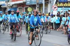 Cavaleiros não identificados na ação durante a bicicleta para o evento da mamã Fotografia de Stock Royalty Free