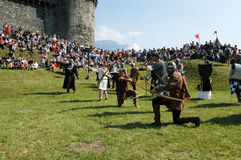 Cavaleiros na ação durante o festival anual do renascimento Foto de Stock
