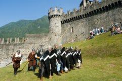 Cavaleiros na ação durante o festival anual do renascimento Fotos de Stock
