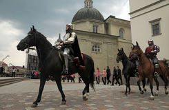 Cavaleiros nas ruas foto de stock royalty free