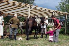 Cavaleiros que preparam-se para uma demonstração Fotografia de Stock