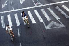 Cavaleiros urbanos da bicicleta Foto de Stock Royalty Free
