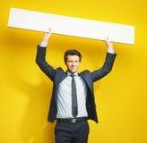 Cavalheiro alegre novo com placa Imagem de Stock