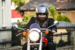 Cavalier de moto images stock
