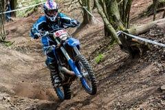 Cavalier de motocross à la course de rodéo de Drapak Photos libres de droits
