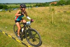 Cavalier de vélo de montagne Image stock