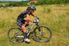 Cavalier de vélo de montagne Photos stock