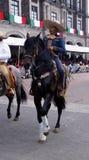 Cavalier masculin mexicain dans la pousse d'avant de rue image stock