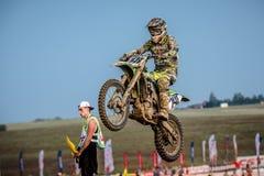 Cavalier non défini sur le championnat polonais de motocross Images libres de droits
