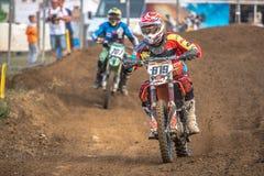 Cavalier non défini sur le championnat polonais de motocross Images stock