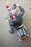 Cavalier rouge de moto de vue aérienne Photographie stock libre de droits