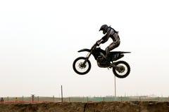 Cavaliere dei motorcross del Kuwait nell'aria Fotografie Stock