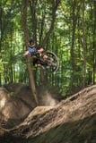 Cavaliere del mountain bike fotografia stock