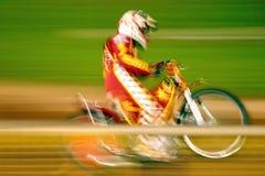 Cavaliere della gara motociclistica su pista Fotografie Stock Libere da Diritti