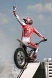 Cavaliere di acrobazia del motociclo Fotografia Stock Libera da Diritti