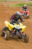 Cavaliere di motocross di ATV che corre giù il diritto Immagini Stock Libere da Diritti