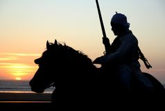 Cavaliere marocchino al tramonto Immagine Stock Libera da Diritti