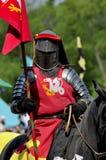 Cavaliere medioevale su a cavallo Fotografie Stock Libere da Diritti