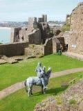 Cavaliere montato in castello fotografia stock