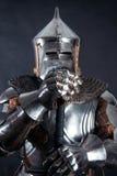 Cavaliere su fondo scuro immagini stock libere da diritti
