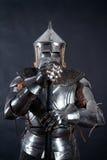Cavaliere su fondo scuro immagine stock