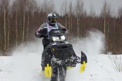 Cavaliere su un gatto delle nevi Fotografie Stock