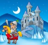 Cavaliere sul cavallo con il castello di inverno Fotografia Stock Libera da Diritti