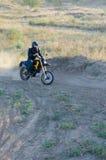 Cavaliere sulla bici di sport per l'enduro Immagine Stock Libera da Diritti