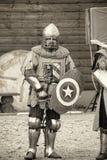 Cavalieri in armatura alle foto storiche di festival nella seppia Fotografia Stock Libera da Diritti