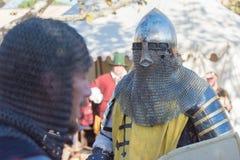 Cavalieri che combattono esecuzione durante Nottingham fotografia stock libera da diritti