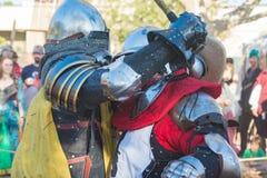 Cavalieri che combattono esecuzione durante Nottingham immagine stock libera da diritti