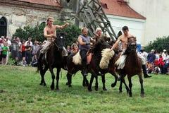 Cavalieri che fanno una dimostrazione Fotografia Stock