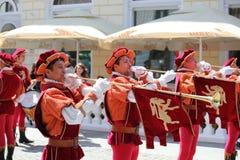Cavalieri che giocano le trombe Fotografie Stock Libere da Diritti