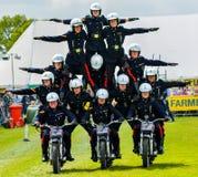 Cavalieri della motocicletta di acrobazia della piramide Fotografia Stock Libera da Diritti
