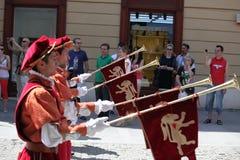 Cavalieri e le loro trombe Fotografie Stock Libere da Diritti