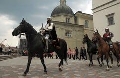 Cavalieri nelle vie Fotografia Stock Libera da Diritti
