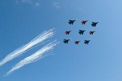 Cavalieri russi di Sukhoi Unioni Sovietica 27 russi e 4 Mikoyan MIG 29 Strizhi dell'aeronautica 5 Immagini Stock
