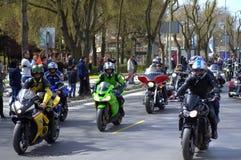 Cavalieri sulla via di Varna, Bulgaria Immagine Stock
