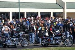 Cavalieri in traccia annuale del giro di Motocycle degli strappi Fotografie Stock Libere da Diritti
