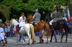 Cavaliers bulgares historiques costumés Images stock