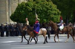 Cavaliers bulgares historiques costumés Image stock